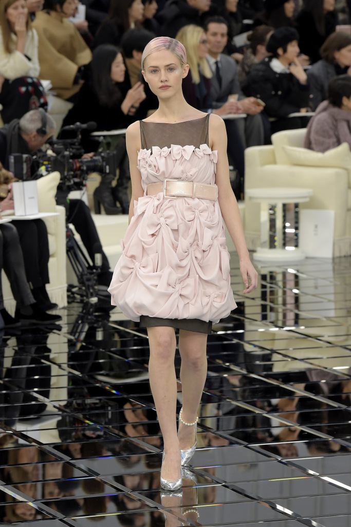 Chanel Couture Spring 2017 – SILHOUETTEANDSTYLE b8bab393be1