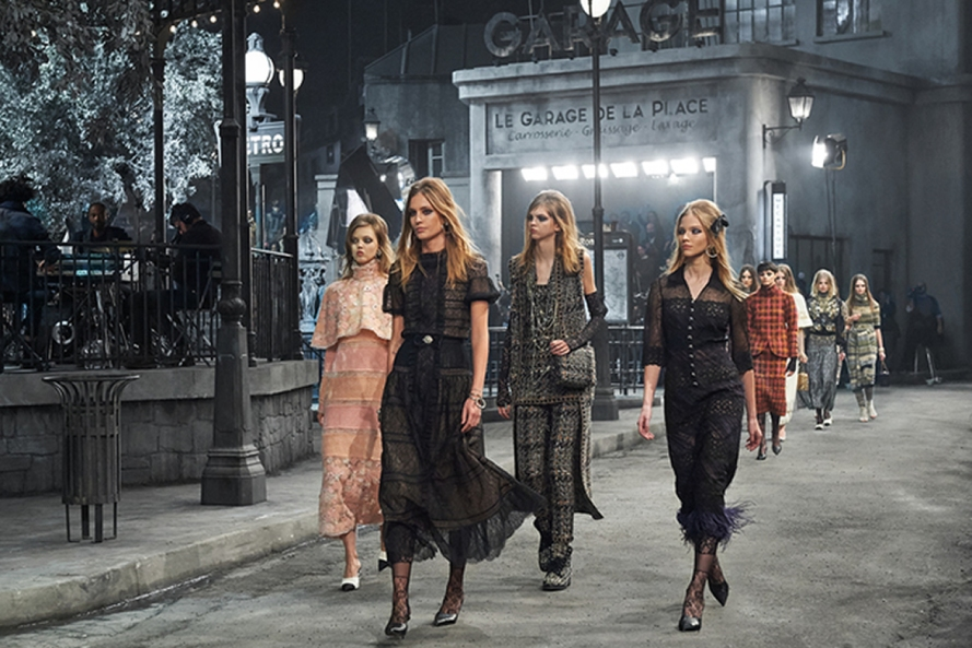 chanel-paris-in-rome-metiers-d-art-2015-16-show-finale