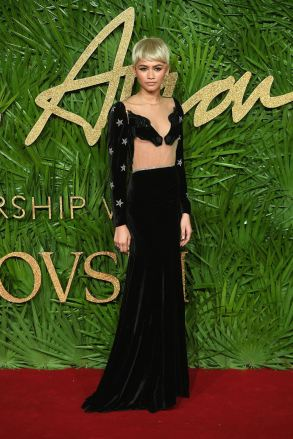 http_bae.hypebeast.comfiles201712british-fashion-awards-2017-red-carpet-best-looks-12