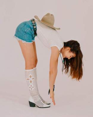 M.i.h-Jeans-Halsy-Cut-Off-Denim-Shorts
