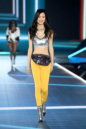 hbz-vs-fashion-show-2018-estelle-chen-gettyimages-1059397800