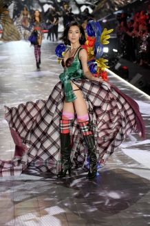 hbz-vs-fashion-show-2018-liu-wen-gettyimages-1059370138
