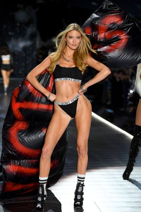 hbz-vs-fashion-show-2018-martha-hunt-gettyimages-1059370328
