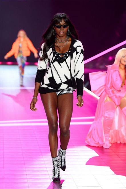 hbz-vs-fashion-show-2018-zuri-tibby-gettyimages-1059397824